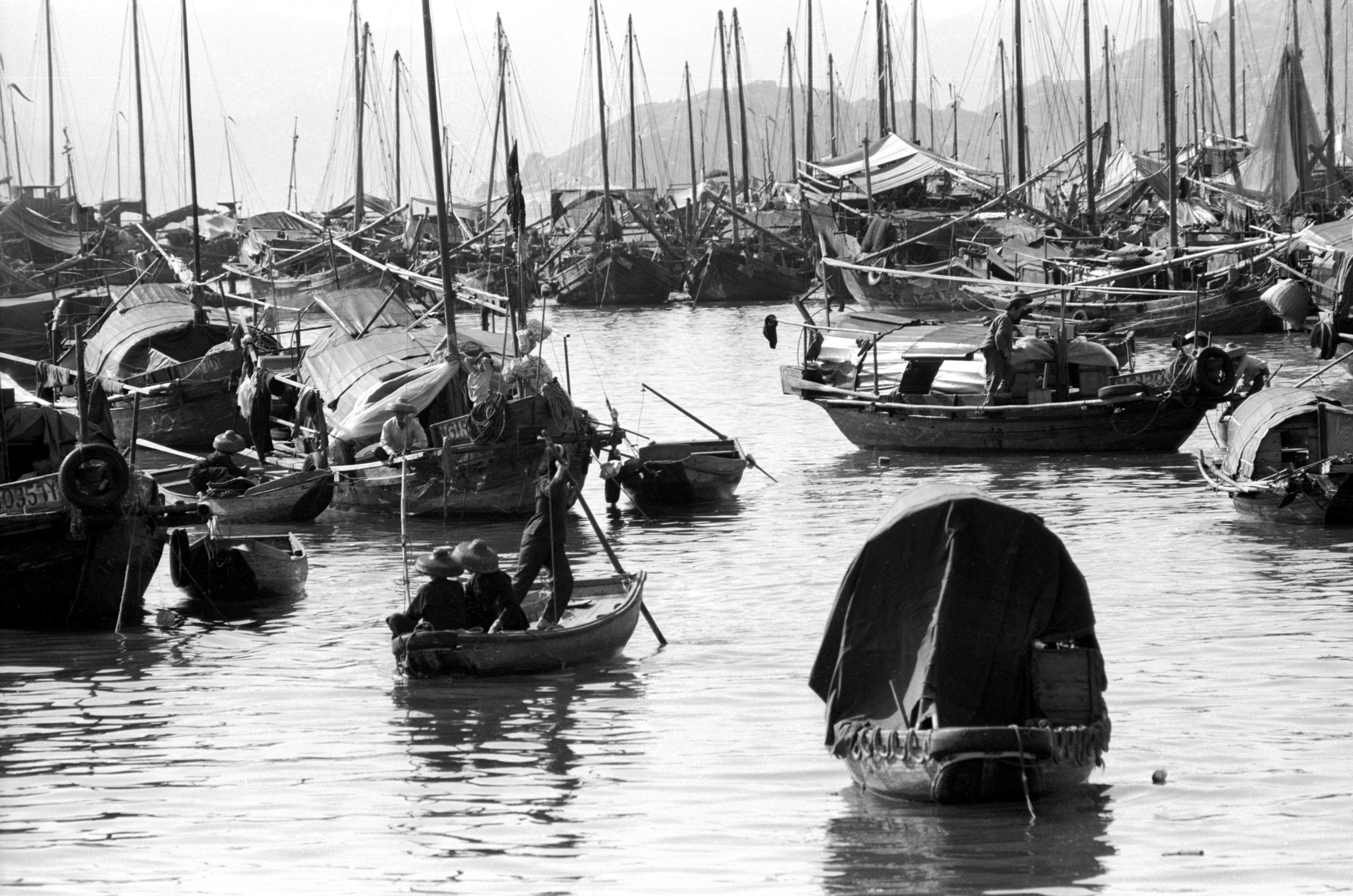 EXCLUSIVELY FEATURED BY EASTPRO - hong kong 1969 - cheung chau island chinese fishermen boat people