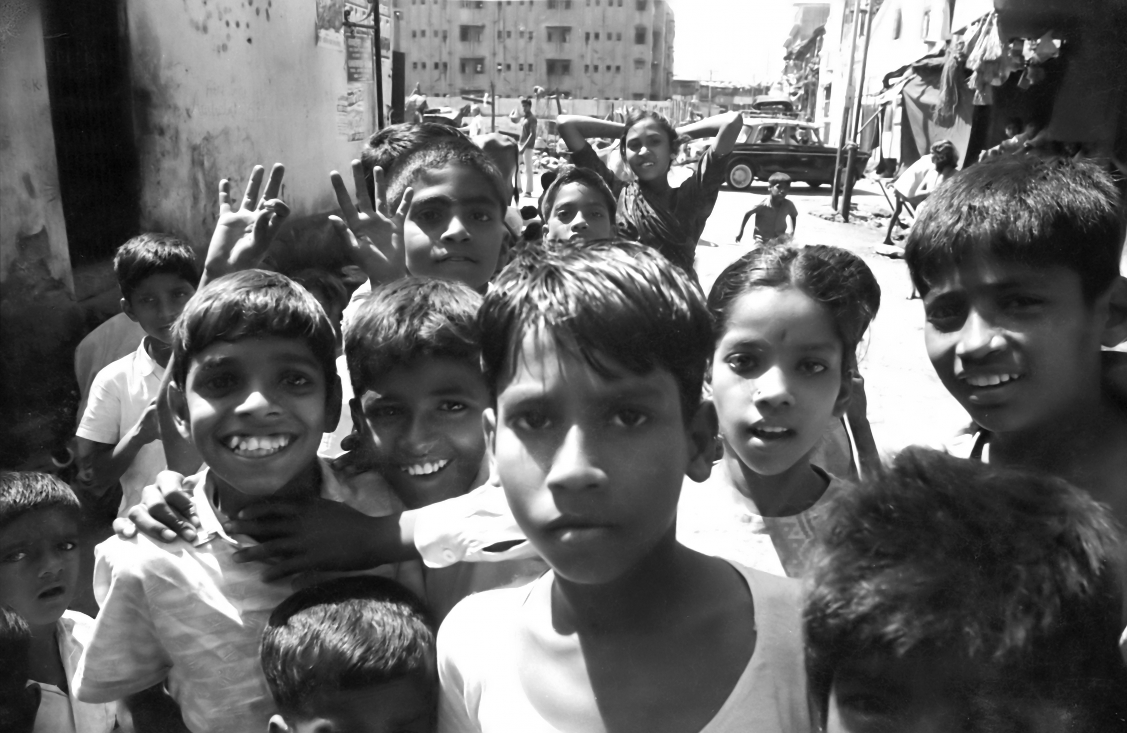 EXCLUSIVELY FEATURED BY EASTPRO - india 1970 - kids in bombay