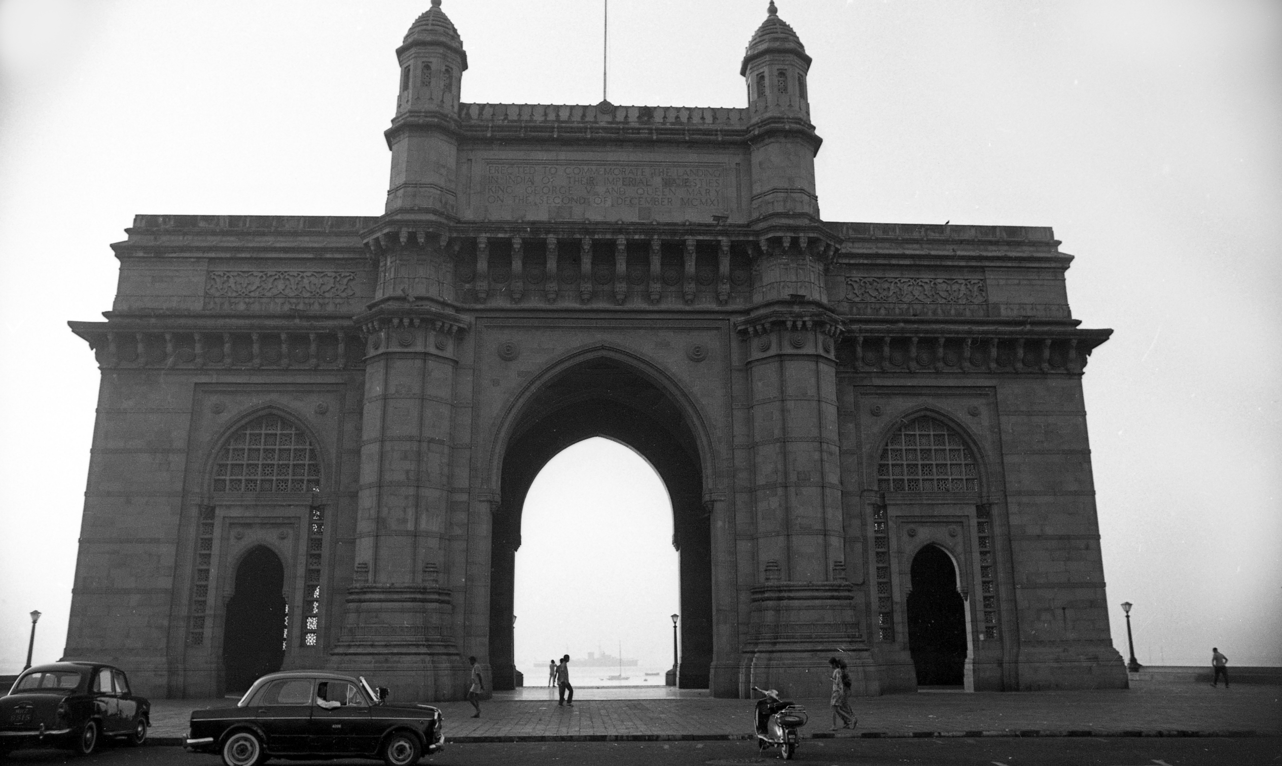 EXCLUSIVELY FEATURED BY EASTPRO - india 1970 - gateway of india bombay