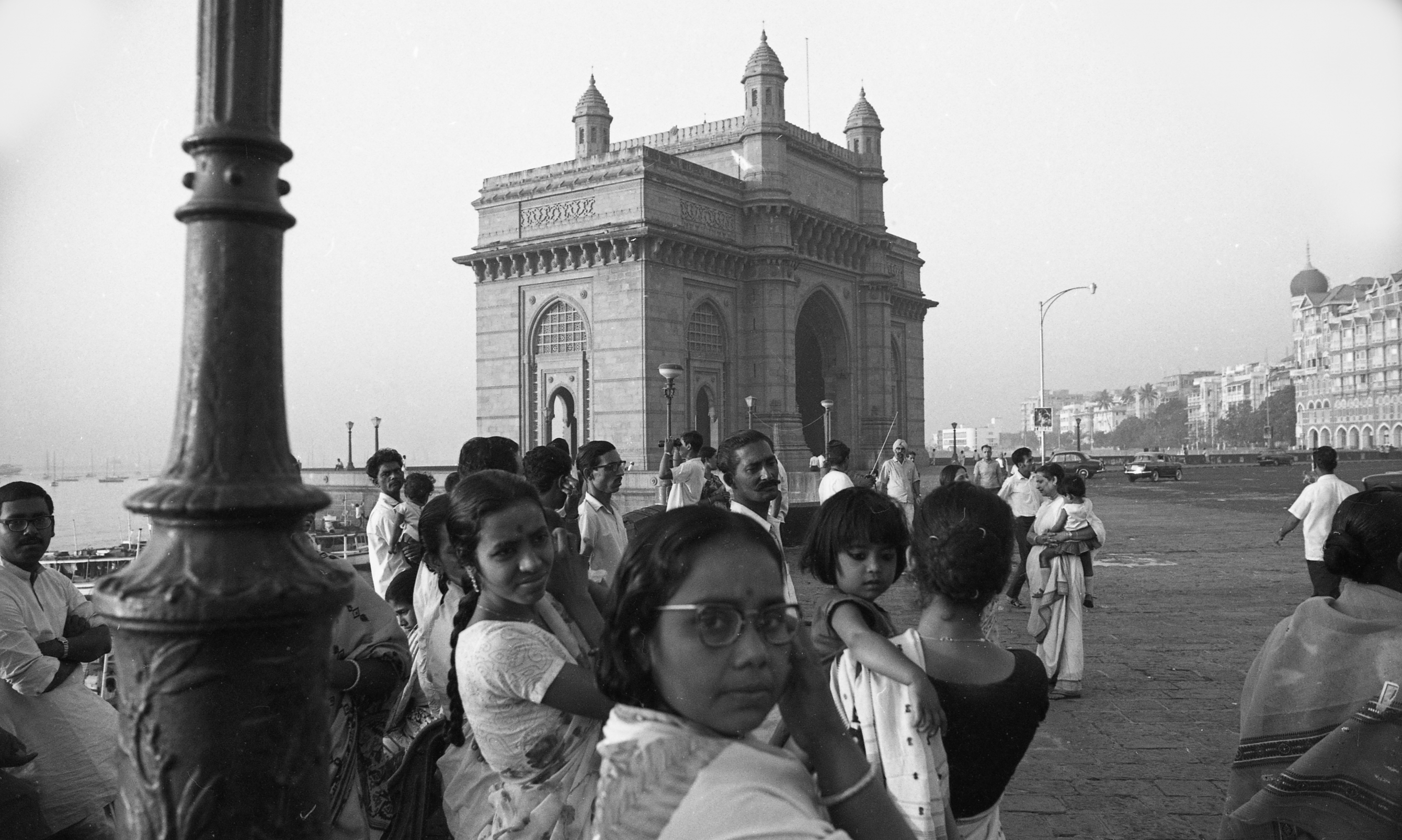 EXCLUSIVELY FEATURED BY EASTPRO - india 1970 - women in front of gateway of india