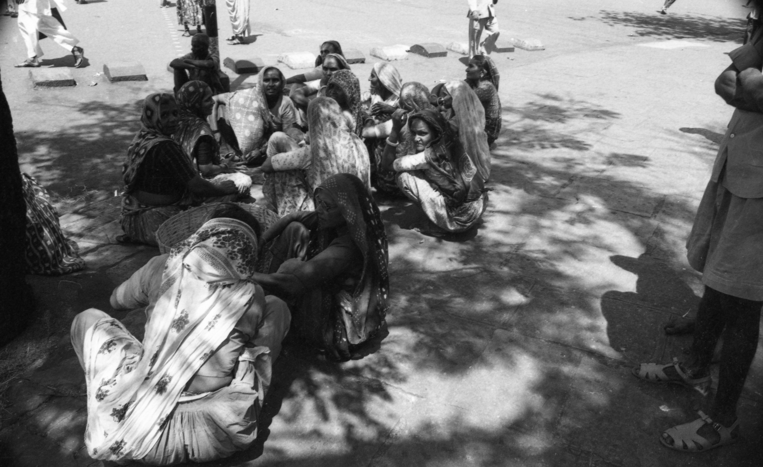 EXCLUSIVELY FEATURED BY EASTPRO - india 1970 - women in bombay