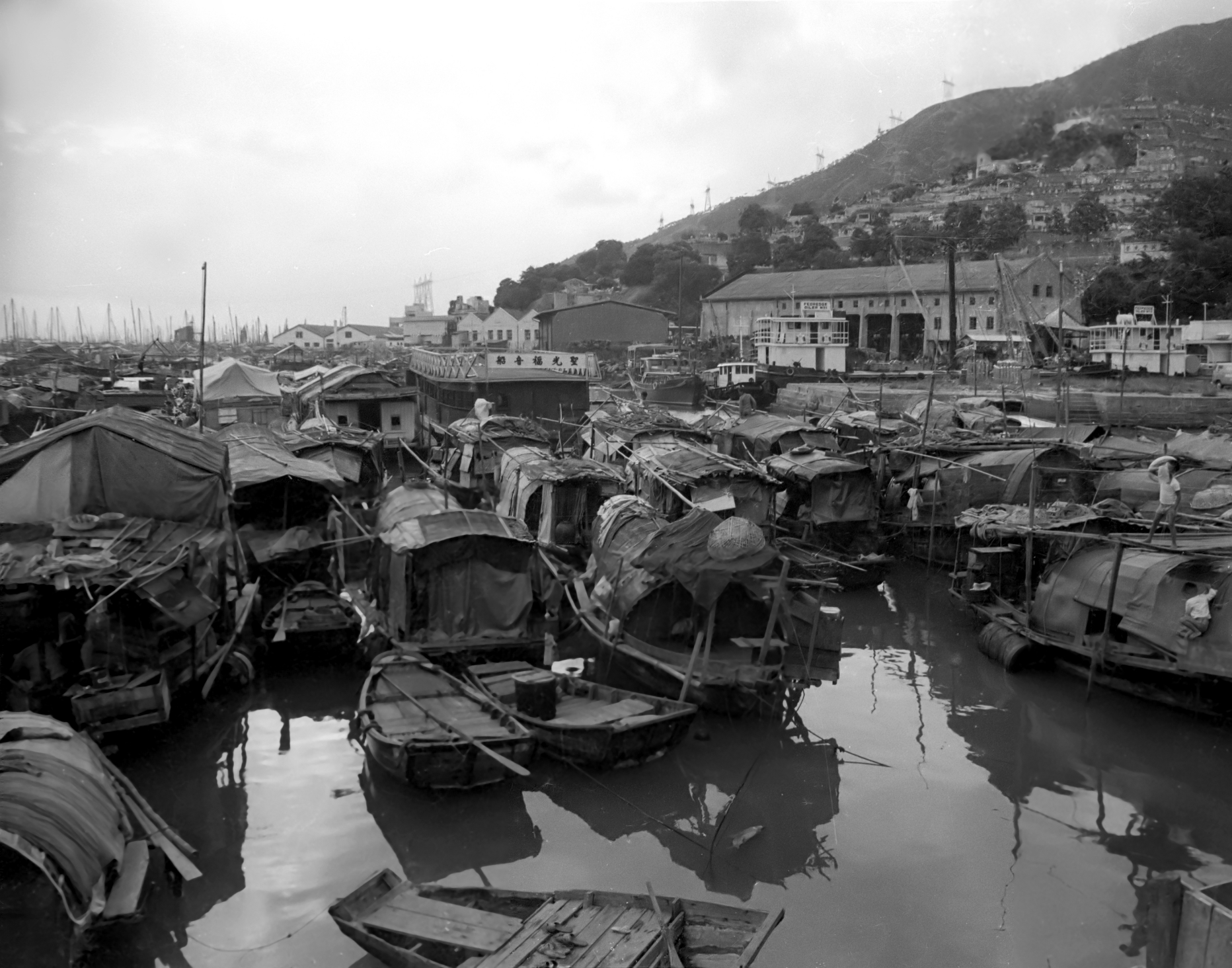 EXCLUSIVELY FEATURED BY EASTPRO - hong kong 1969 fishermen village - boat people